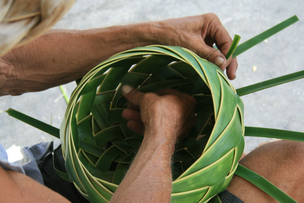 How To Weave Palm Fronds Into A Basket : Jan krentz ? archive palm basket weaving